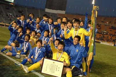 A Happy New High School Soccer!:子供横綱が優勝!時代が30年戻った!?_e0171614_2344857.jpg