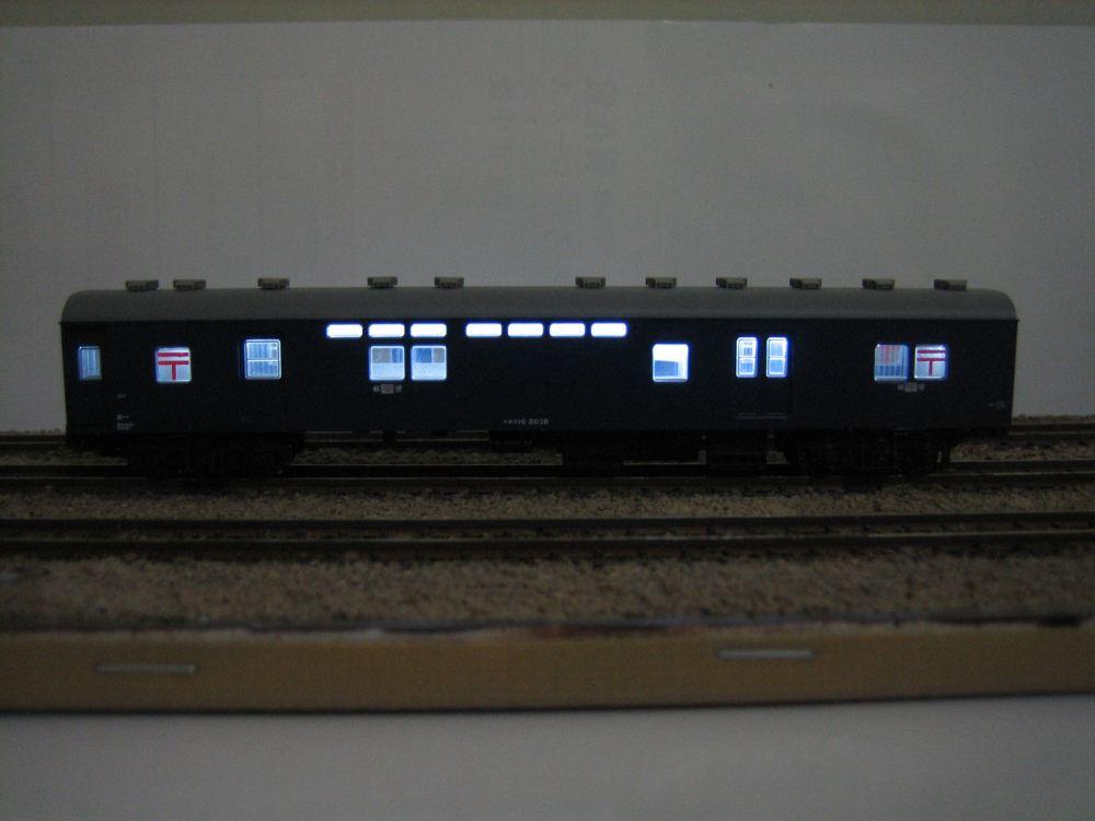 KATO ニセコ荷物車の自作室内灯取付け_e0120143_23182025.jpg