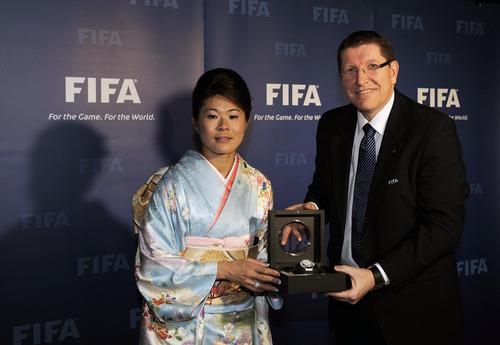 なでしこ 澤穂希選手、佐々木則夫監督に栄誉とウブロ贈呈!_f0039351_1981779.jpg