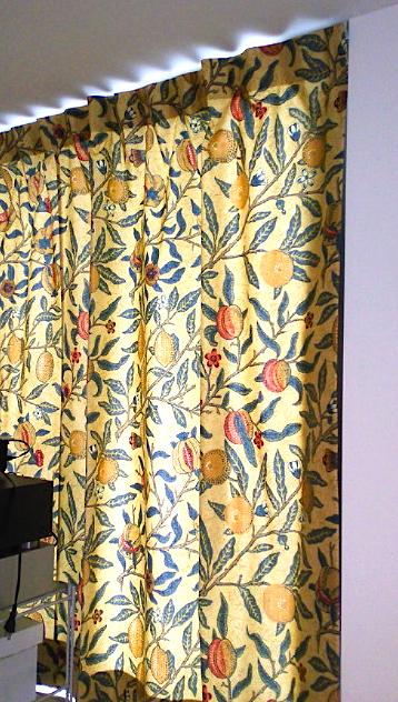 ウィリアムモリスのカーテンを楽しむ。_c0157866_2128263.jpg