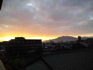 きれい〜な朝焼けです!!油山〜脊振山系を望んで…!!_d0082356_7424849.jpg