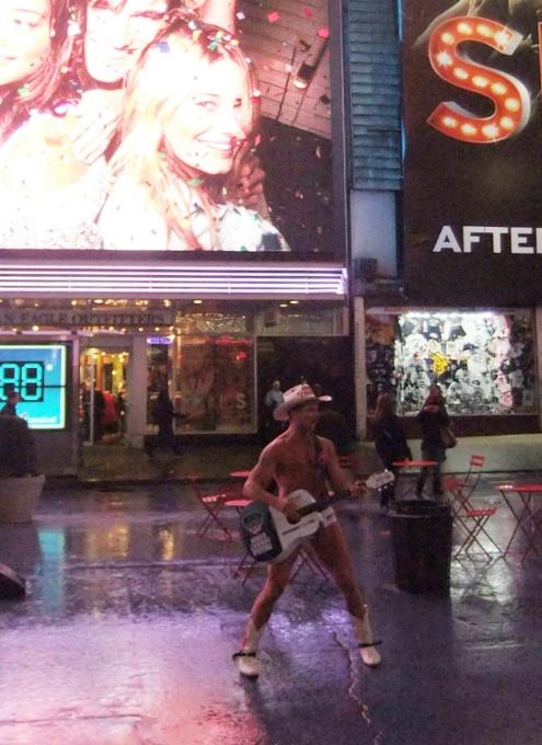 真冬のニューヨークでも元気な裸のカウボーイさん_b0007805_20271380.jpg