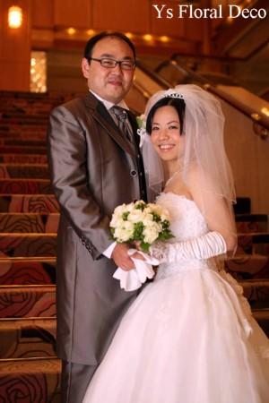 白とグリーンのクラッチブーケ 水天宮ロイヤルパークホテルさんへ_b0113510_13183253.jpg