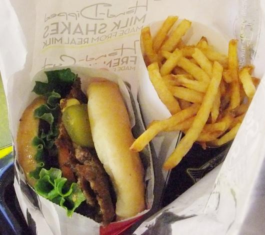 1934年から続く老舗ハンバーガー屋、Staek\'n Shakeのニューヨーク1号店オープン!!!_b0007805_21104247.jpg
