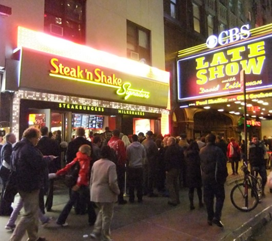 1934年から続く老舗ハンバーガー屋、Staek\'n Shakeのニューヨーク1号店オープン!!!_b0007805_2192580.jpg