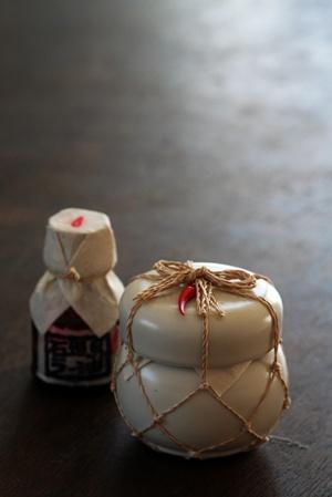 カメに入った石垣島ラー油。通称カメラー。_b0048834_20521618.jpg