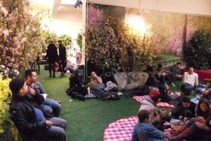 今年もNYのギャラリーが緑いっぱいの室内公園に Park Here_b0007805_2054833.jpg