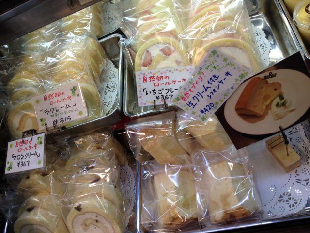 ロールケーキ3種、シフォンはクリームつきでティータイムにいかがですか♪_c0069047_13455432.jpg