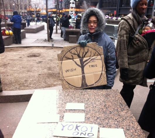 NYのウォール街デモにOno Yokoさんもアート作品で参加_b0007805_23302079.jpg