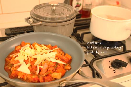 具沢山トマトスープで☆トマトチーズペンネ _f0192151_22245524.jpg