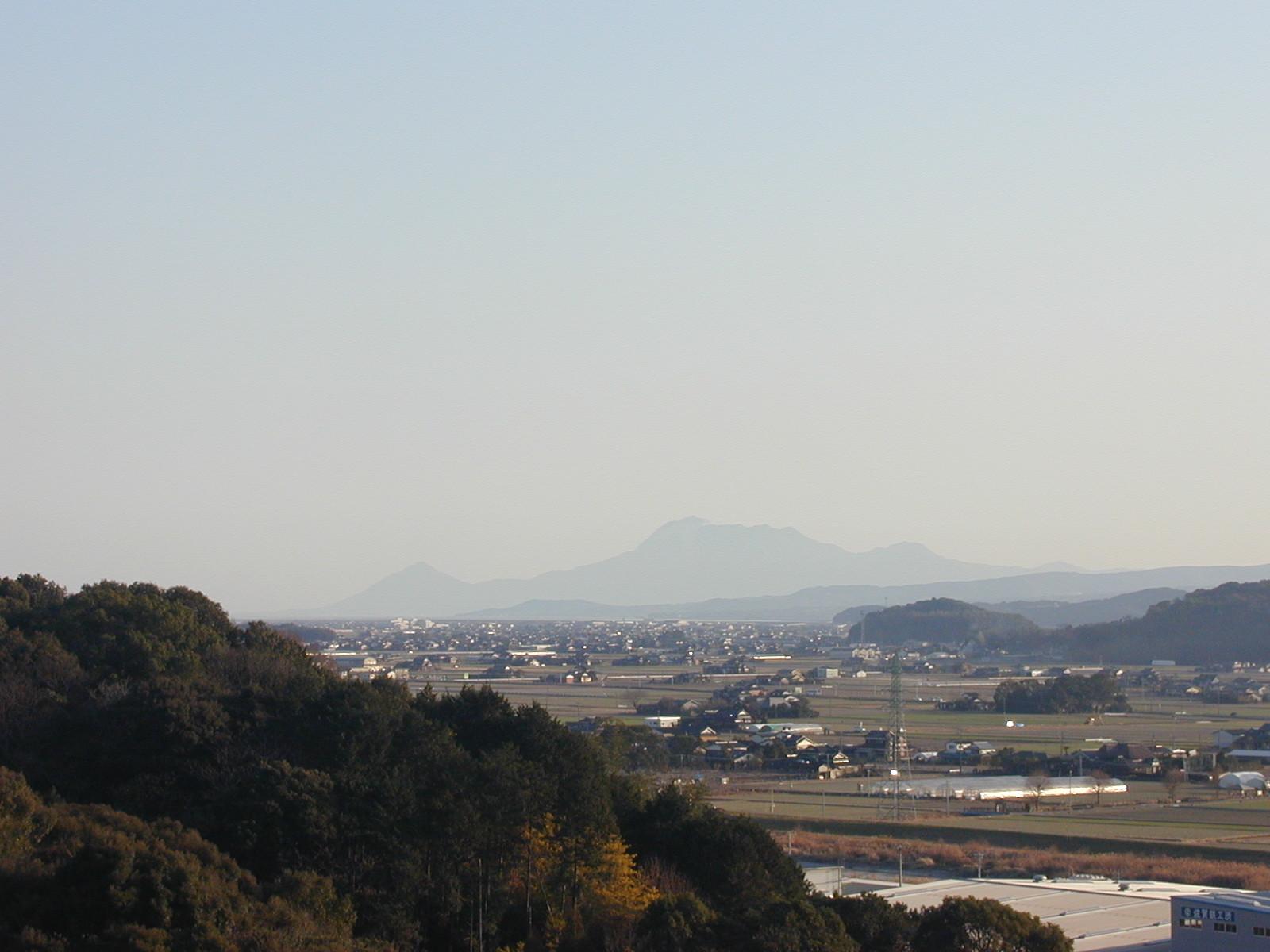 きたがた四季の丘資料館から雲仙_b0114756_17384436.jpg