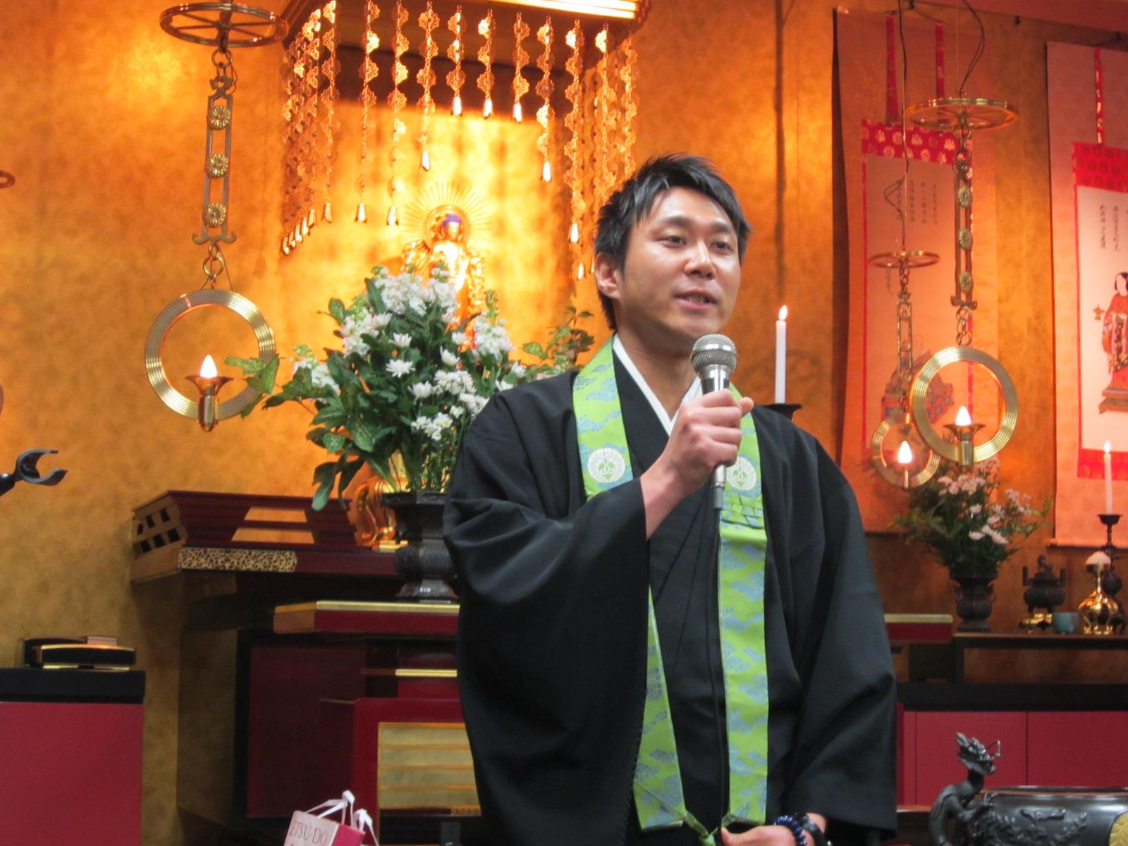 西法寺の追悼会_f0205367_1219657.jpg