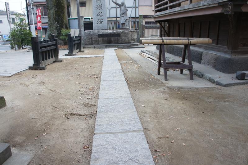 秋葉神社 参道改修工事  2011.12.23_e0223769_18585340.jpg