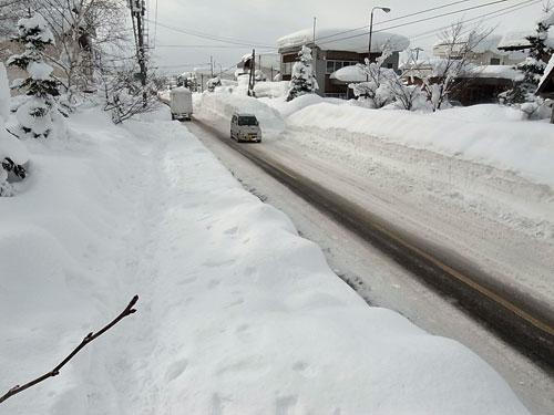 ドカドカ雪の岩見沢は災害か・・_c0189970_17555360.jpg