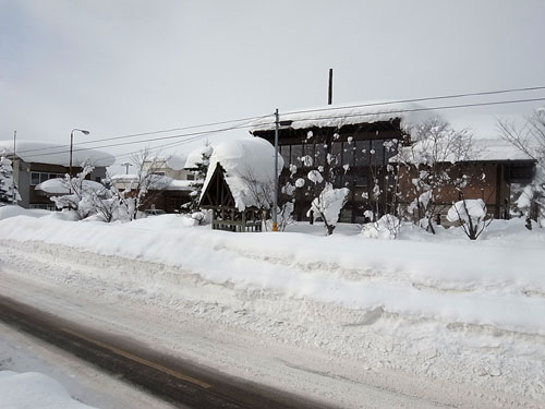 ドカドカ雪の岩見沢は災害か・・_c0189970_1755546.jpg