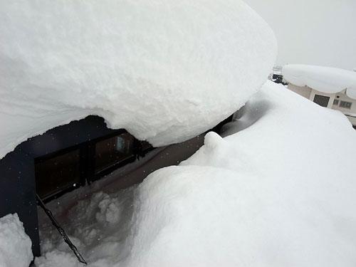 ドカドカ雪の岩見沢は災害か・・_c0189970_17563881.jpg