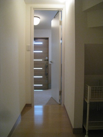 玄関→収納→トイレ_b0153776_10351091.jpg