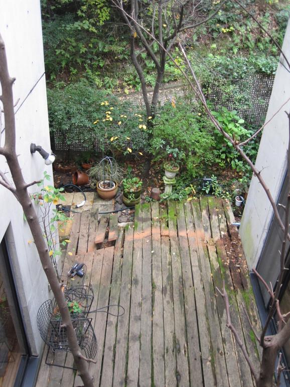 中庭のタイル_e0215179_14432917.jpg