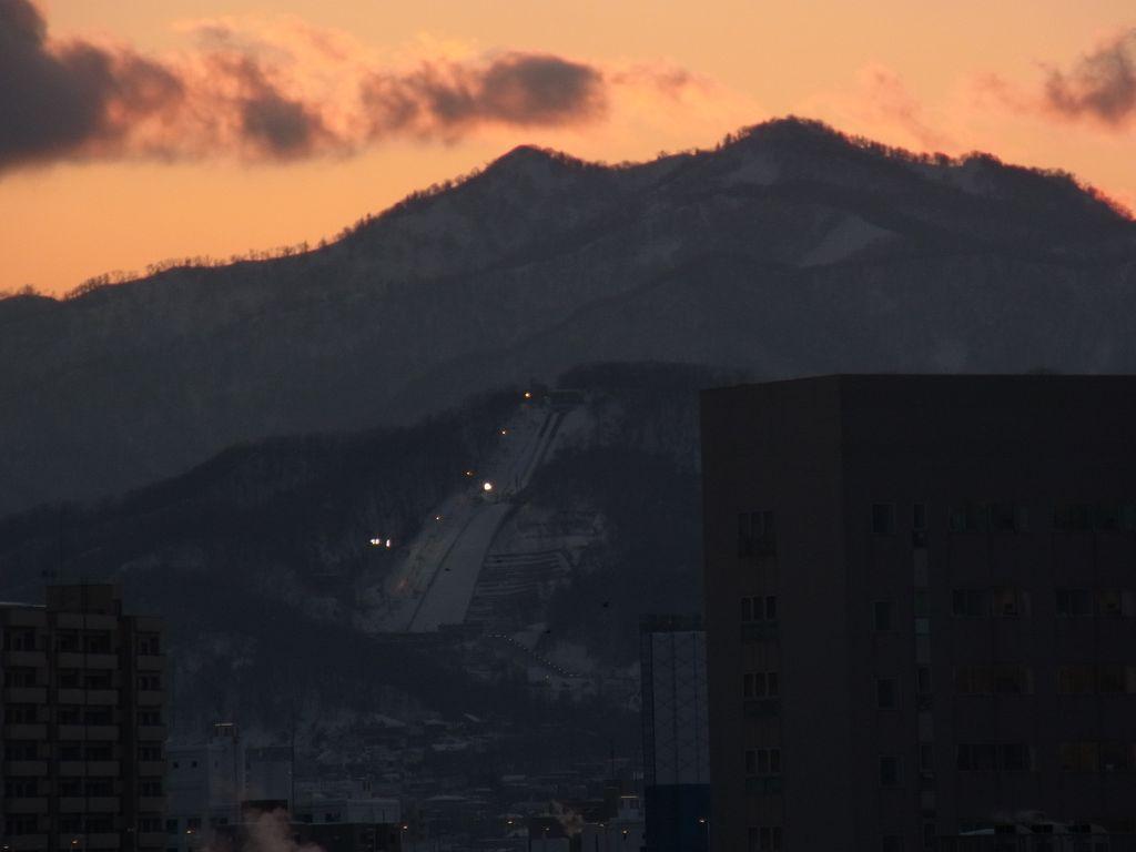 【今日の一枚】夕焼けと大倉山 (写真追加)_c0025115_17294974.jpg