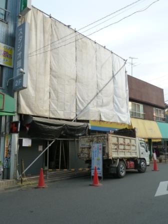 横浜K様邸の解体工事がはじまりました。_c0152341_2324281.jpg