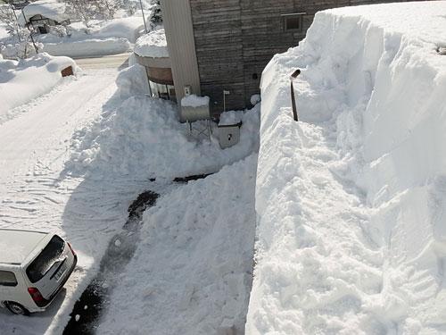 雪庇落としに、トライ!_c0189970_1117636.jpg