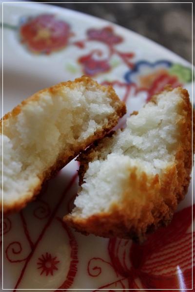 ココナッツケーキ、Macaroons_e0185225_8153844.jpg
