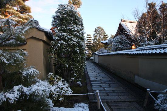 淡雪3 大徳寺を歩く_e0048413_20464568.jpg