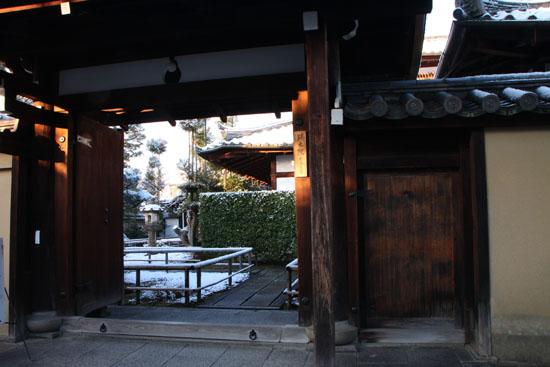淡雪3 大徳寺を歩く_e0048413_20465485.jpg