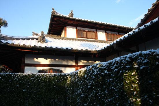 淡雪3 大徳寺を歩く_e0048413_20471877.jpg