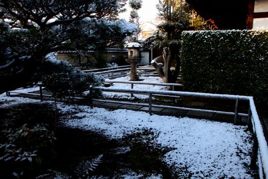淡雪3 大徳寺を歩く_e0048413_2047781.jpg