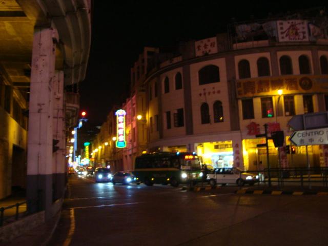 マカオへ行く。④ ~夜の世界遺産と歓楽街~_f0232060_17581494.jpg