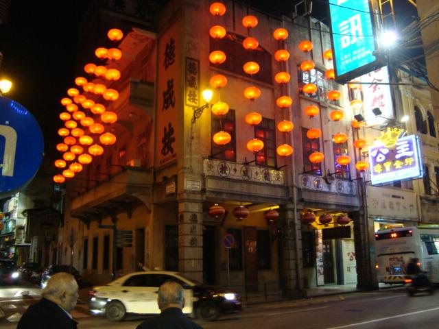 マカオへ行く。④ ~夜の世界遺産と歓楽街~_f0232060_17593489.jpg