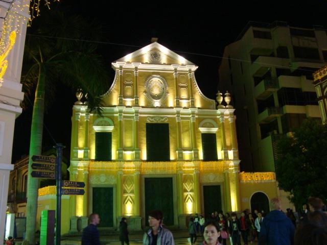マカオへ行く。④ ~夜の世界遺産と歓楽街~_f0232060_18153211.jpg