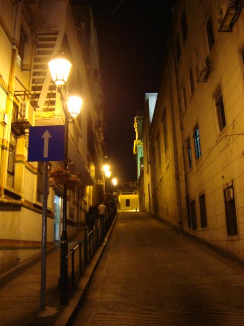 マカオへ行く。④ ~夜の世界遺産と歓楽街~_f0232060_18325663.jpg