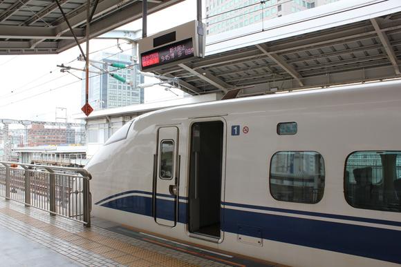 300系 ひかり 新大阪駅にて_d0202264_11235353.jpg