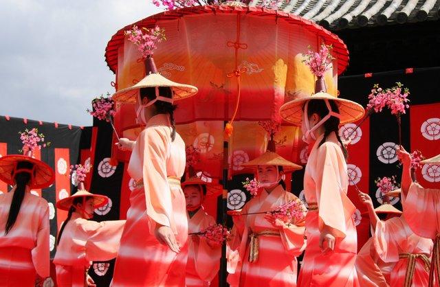 京都 随心院のはねず踊り_c0196076_2232920.jpg