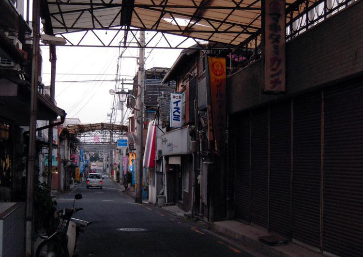 シャッター商店街_f0130879_2201988.jpg