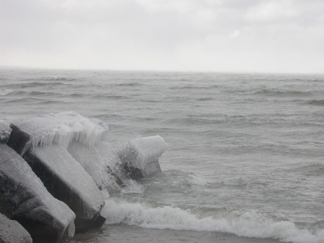 今日のオンタリオ湖_d0145899_4441777.jpg