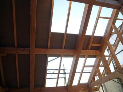 外張り断熱の屋根施工中_a0148909_9395269.jpg