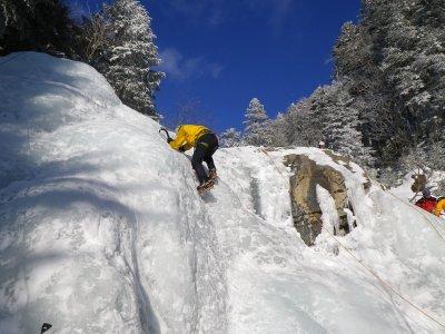 短いシーズンのアイスクライミング_b0133032_93105.jpg