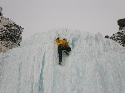 短いシーズンのアイスクライミング_b0133032_931188.jpg