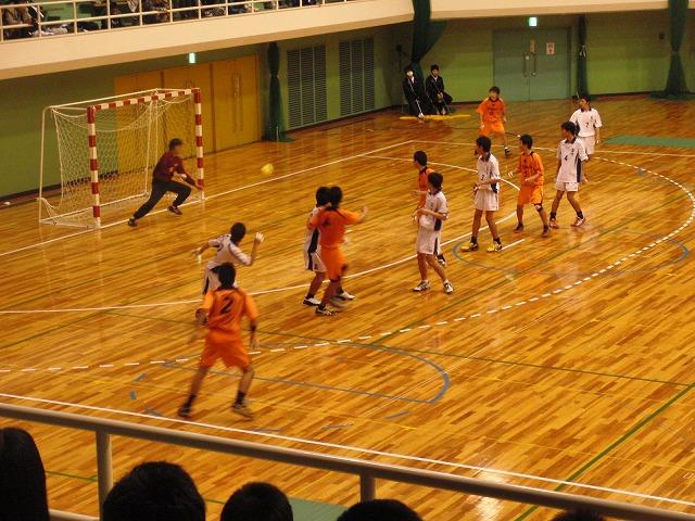 県高校新人ハンドボール大会で富士高男子が16年ぶりに優勝!_f0141310_7244452.jpg
