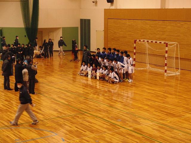 県高校新人ハンドボール大会で富士高男子が16年ぶりに優勝!_f0141310_7261374.jpg