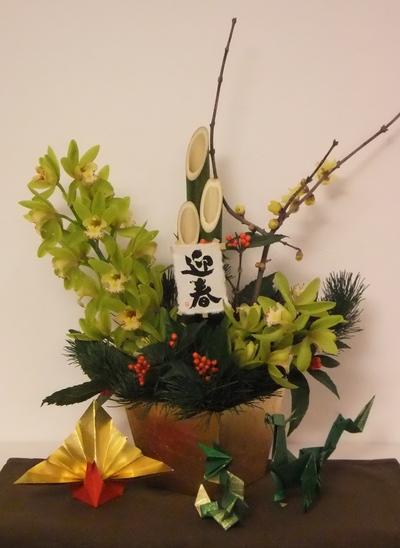 年末にレッスンした花が、まだ元気に・・・・・・・_d0092262_8142774.jpg