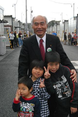 2011.11.12. 仮設住宅の子どもたちと_a0255967_1332424.jpg