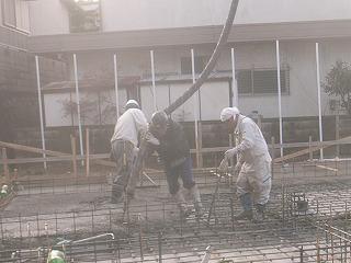 基礎ベースコンクリート打ち_f0059988_10333511.jpg