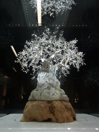 "VICENZA宝飾展に輝く""The White Olive Tree""_a0138976_10192098.jpg"