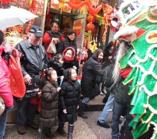 新年を祝うニューヨークのチャイナタウン_b0007805_2344218.jpg