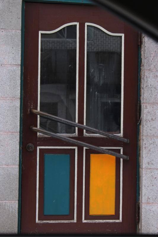 取り壊されたアリタリア、そして車窓からのスナップショット_a0158797_1625999.jpg