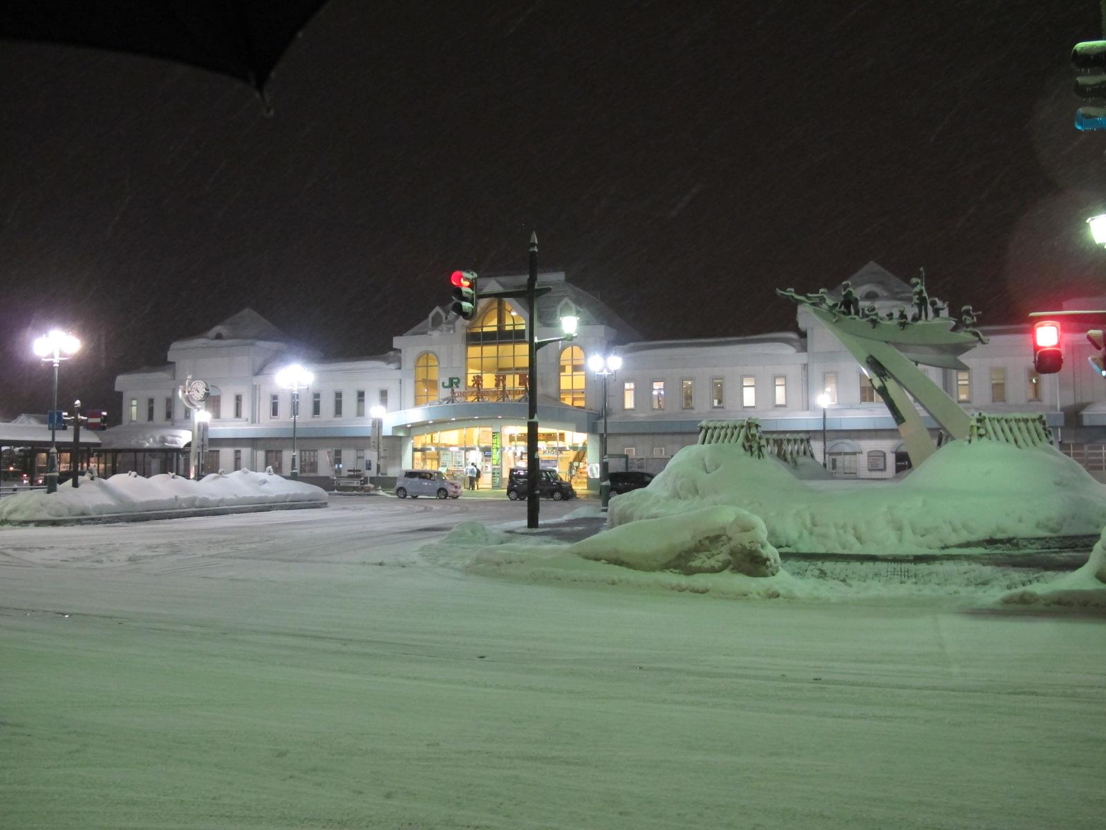 雪の夜の米沢駅 : 米沢より愛を ...